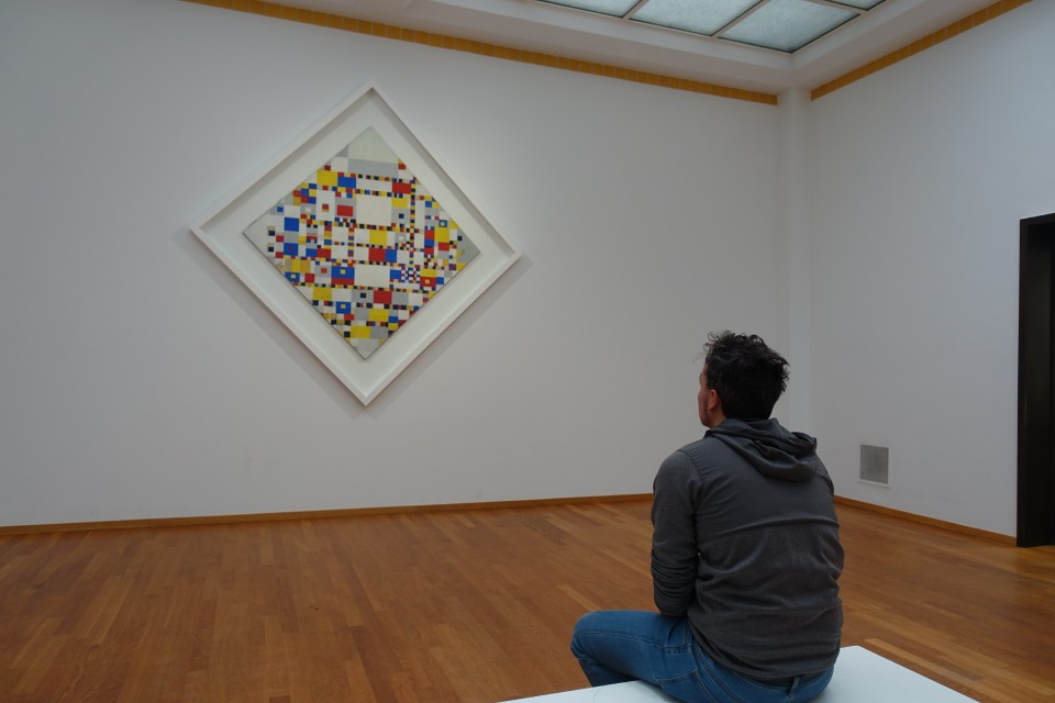 lochie contepmplates a mondrian at the Gementesmuseum